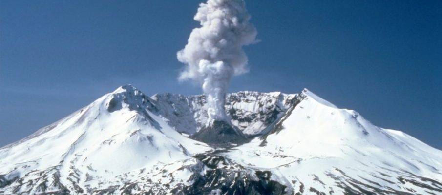 MSH82_st_helens_plume_from_harrys_ridge_05-19-82